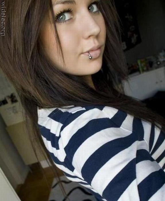 Hot Girls Online (126 pics)