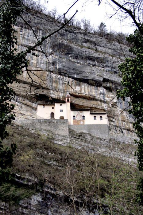 Hermitage of San Colombano (12 pics)