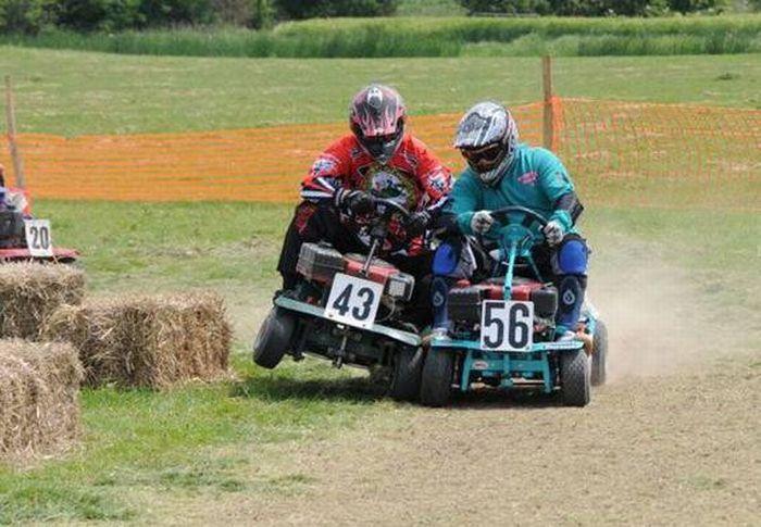 Lawnmower Racing (23 pics)