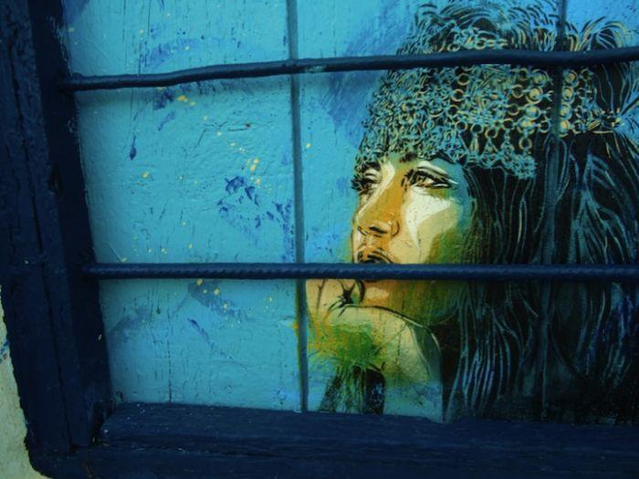 Portraits on the Walls (26 pics)