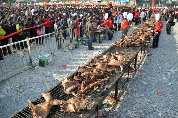 Chinese Chef Roasts 136 Goats at a Time (22 pics)