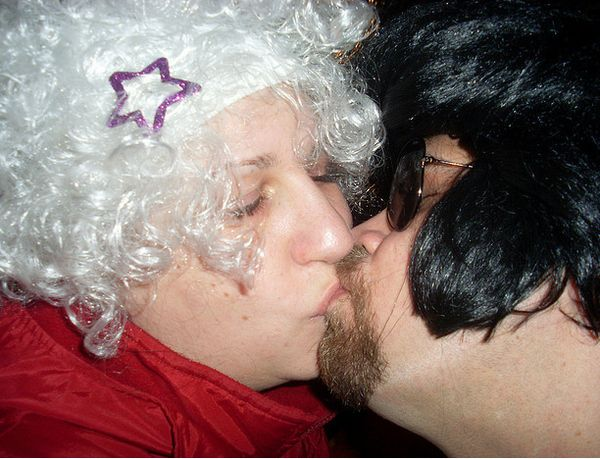 Awkward Kisses (20 pics)