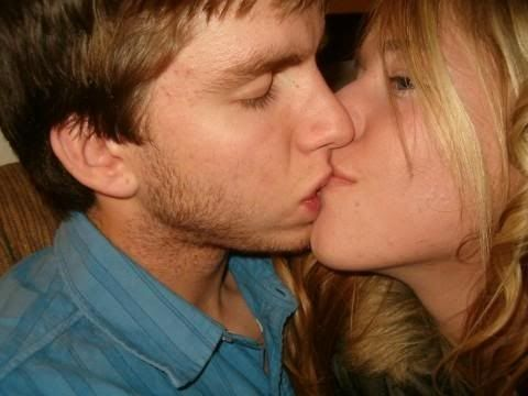 Awkward Kisses (20 pics)