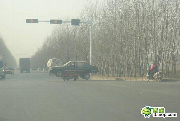 Interesting Way to Transport a Broken Car (4 pics)