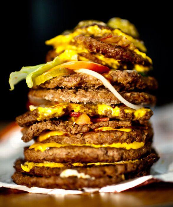 Real Burgers vs Ad Burgers (13 pics)