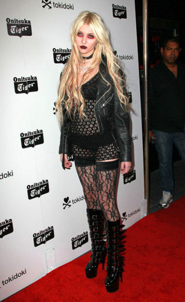 The Worst Outfits of 2010 (17 pics)