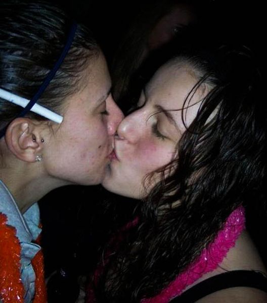 Girls Kissing at New Year Parties (91 pics)