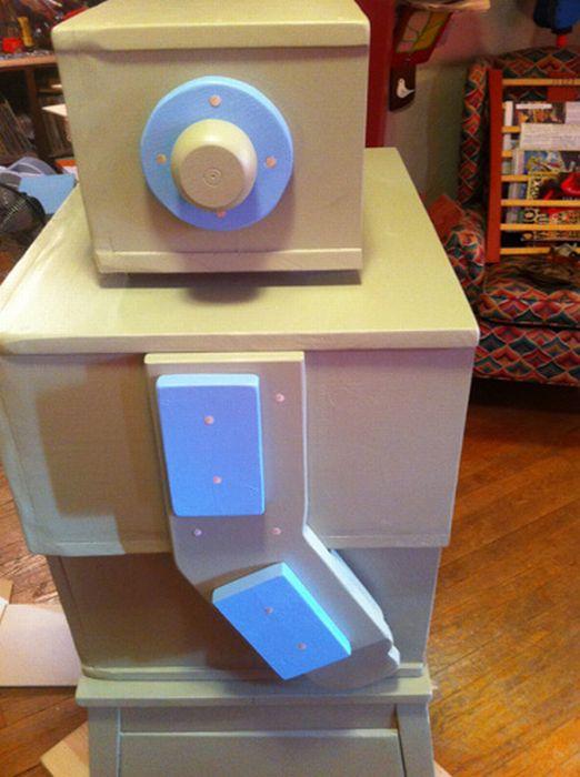 Built a Robot Dresser out of Table Scraps (25 pics)