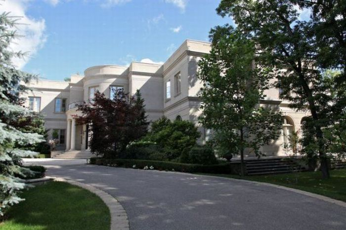 A Mansion In Canada (33 pics)