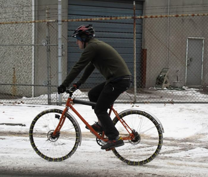 The MacGyver Approach to Winter Biking (4 pics)