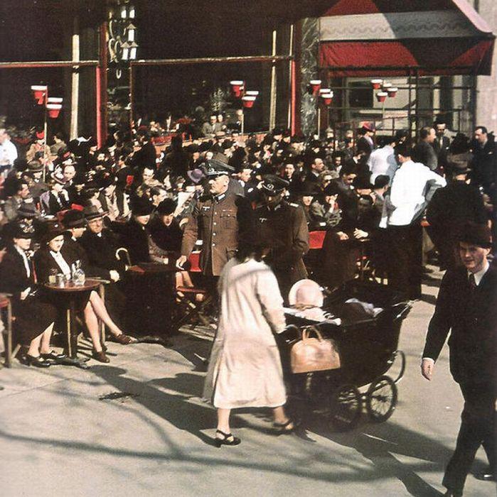 Propaganda Photos of Occupied Paris (53 pics)