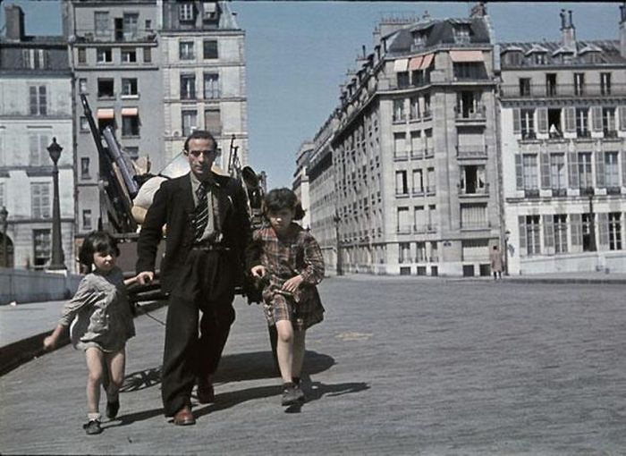 Propaganda Photos of Occupied Paris (53 pics)