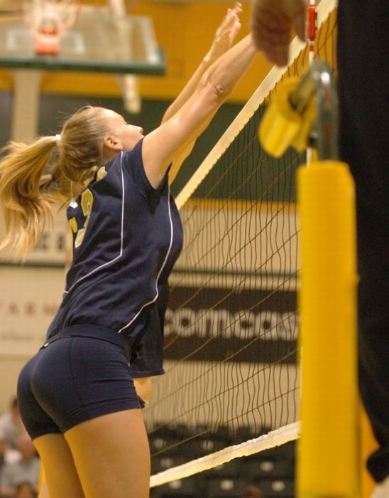 Sexy Volleyball Players (19 pics)