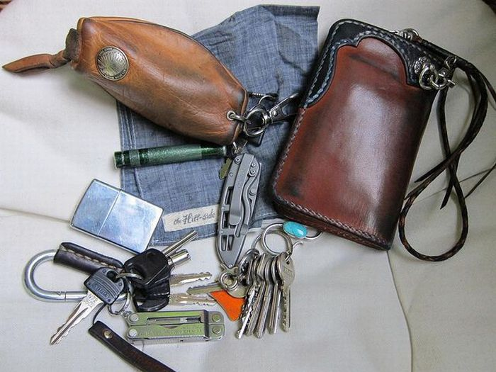 Things That People Carry. Part 3 (60 pics)
