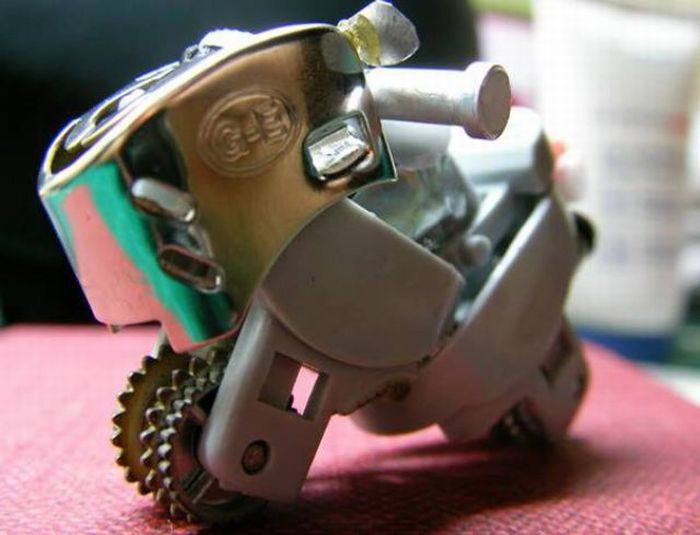 Things made out of Old Disposable Lighters (14 pics)