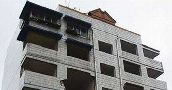 Developer Destroys Building Stairway to Evict Residents (2 pics)