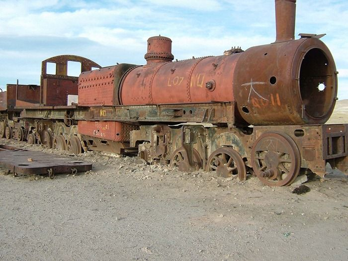 Train Graveyard in Bolivia (8 pics)