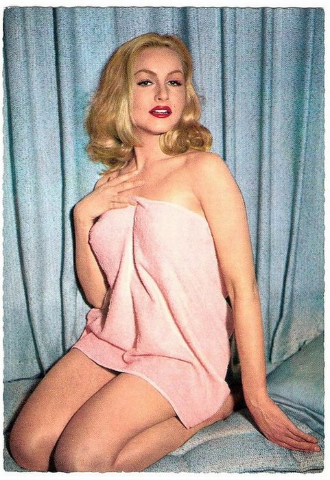 Vintage Pin-Up Post Cards of American and European Film Stars (97 pics)