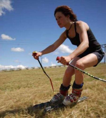 Grass Skiing (21 pics)