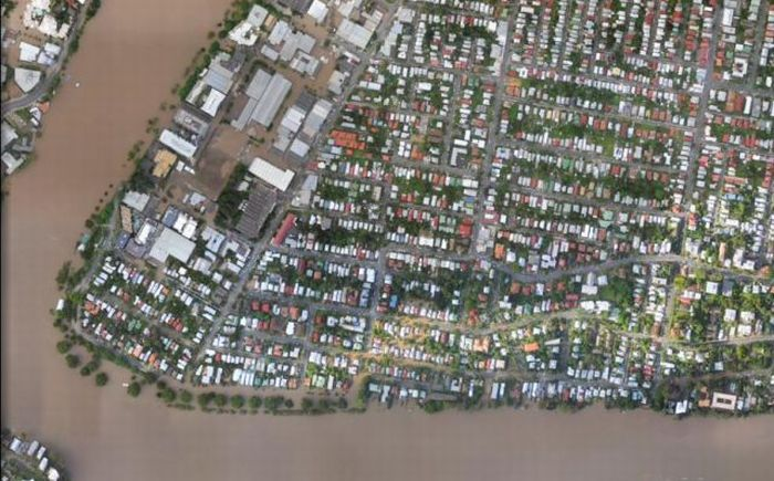 The Devastation Caused by the Brisbane Floods: Before and After (40 pics)