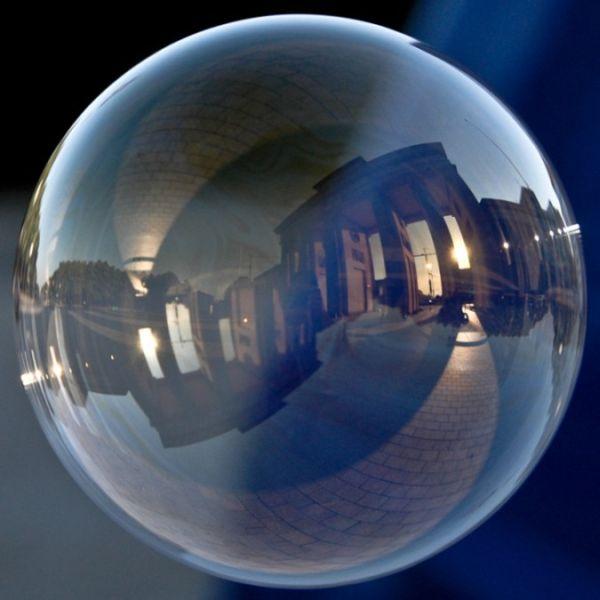 Famous Landmarks in Bubbles (10 pics)