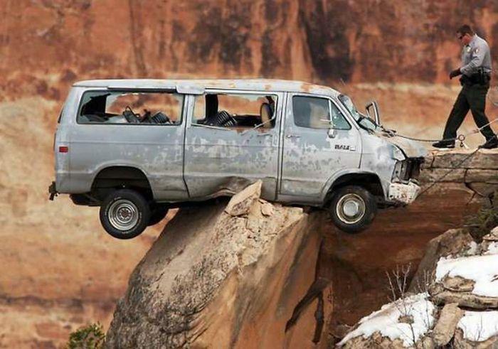 Terrible Crash with a Happy End(4 pics)