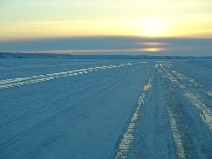 The Ice Road to Tuktoyaktuk (9 pics)