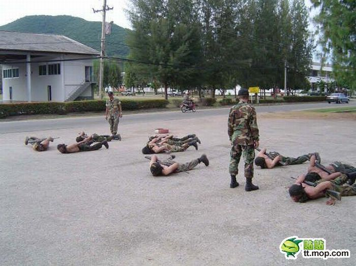 Thai Riot Police (20 pics)