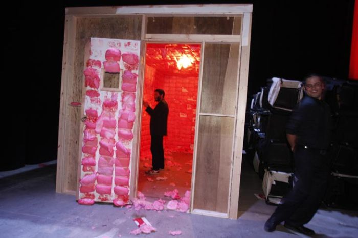 Room Lined with 1,600 Cones of Cotton Candy (7 pics)