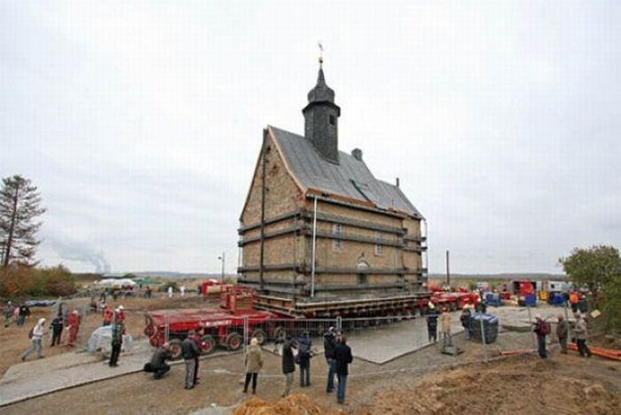 New Home for an Old Church (15 pics + video)