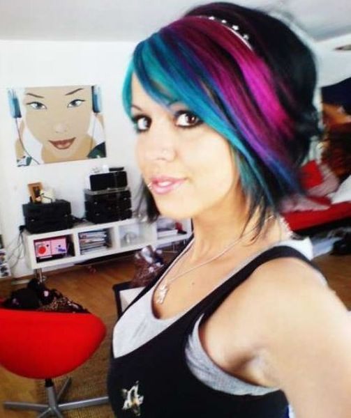 Girls with Colored Hair (25 pics)