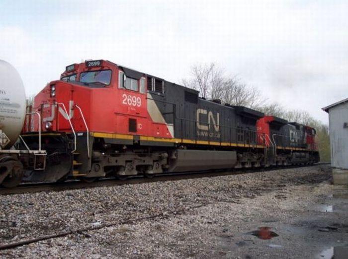 Train's Engine Failure (6 pics)