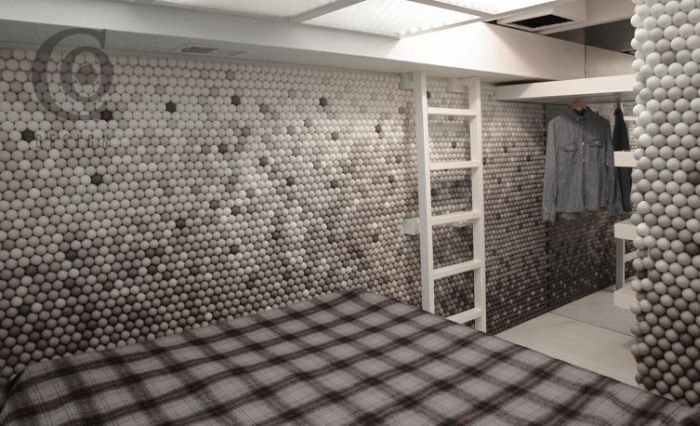 Brooklyn Apartment Made With 25,000 Ping-Pong Balls (9 pics)