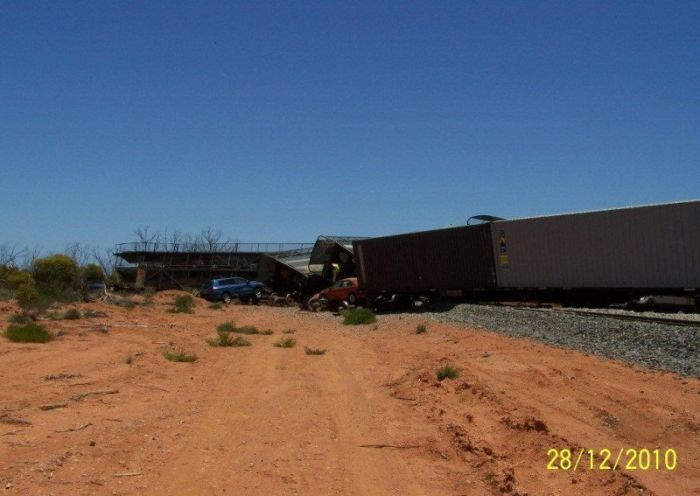 Derailment of a Car Carrier (22 pics)