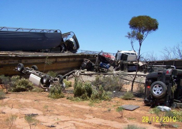 Derailment of a Car Carrier (22 pics)