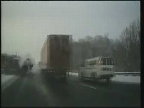 Spectacular Accident with a Truck in Canada