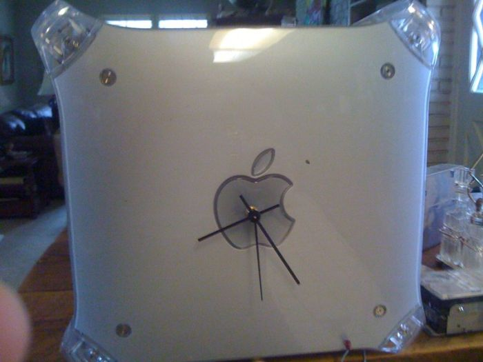 G4 Mac Wall Clock (21 pics)