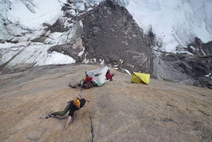 Mountain Camping (17 pics)