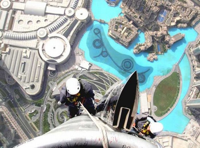 The World's Most Fearless Cleaners (17 pics)