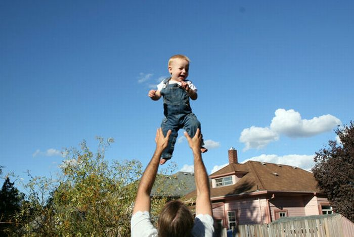 People Tossing Babies (63 pics)