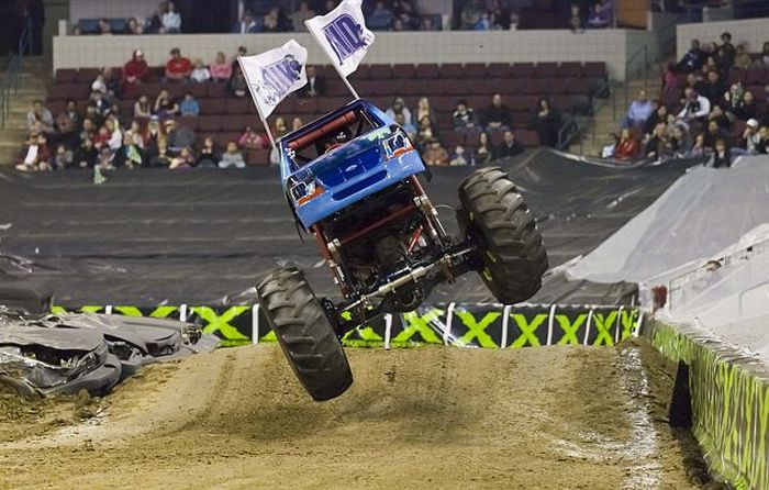 7-Year Old Monster Truck Driver (4 pics)
