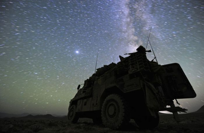 Soldiers at Night (21 pics)
