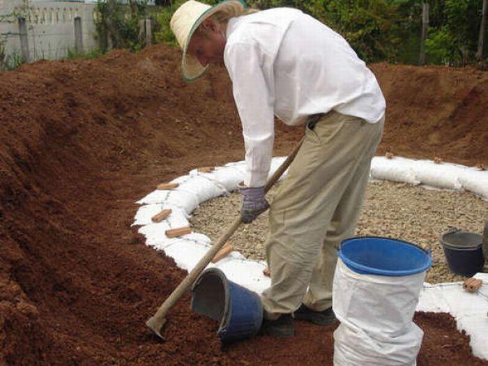 How to Make an Earthbag Dome (17 pics)
