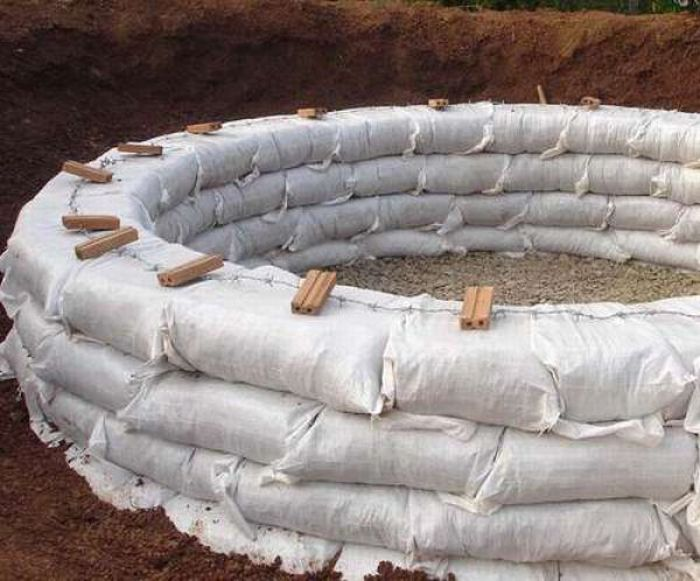 How to Make an Earthbag Dome (17 pics)