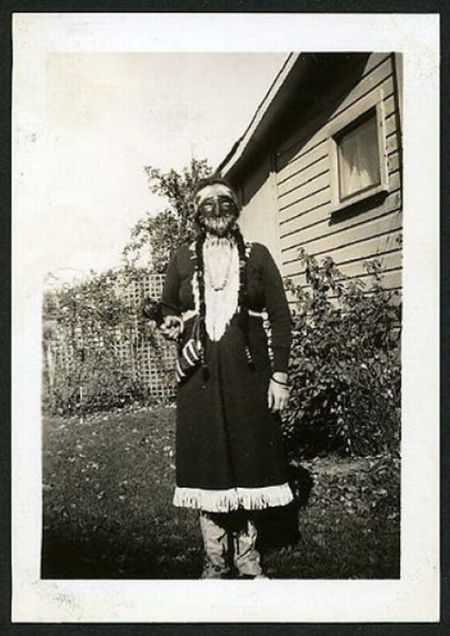 Simple but Scary Vintage Halloween Costumes (14 pics)
