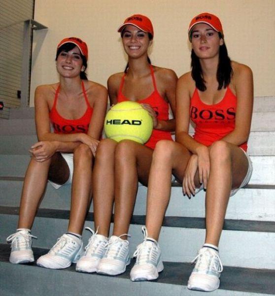 Girls with Balls (36 pics)