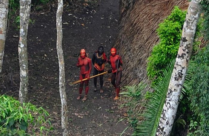 Unknown, Uncontacted Tribe from Brazil (6 pics)
