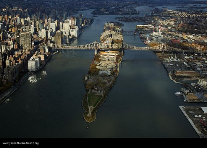 New York City from the air by Yann Arthus Bertrand (168 pics)