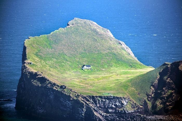 Only One House on the Island (5 pics)