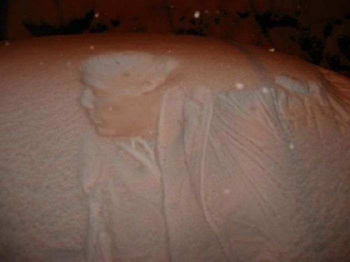 Art on Snowy Cars (11 pics)